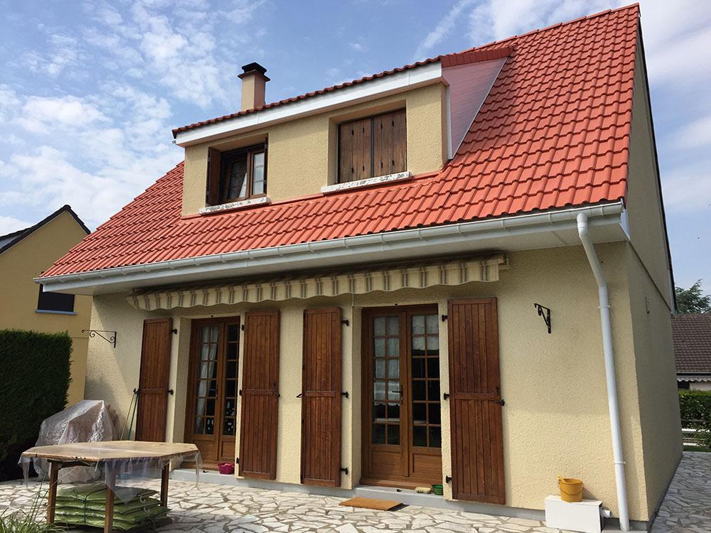 Démoussage et peinture d'une toiture près de Rouen (76)