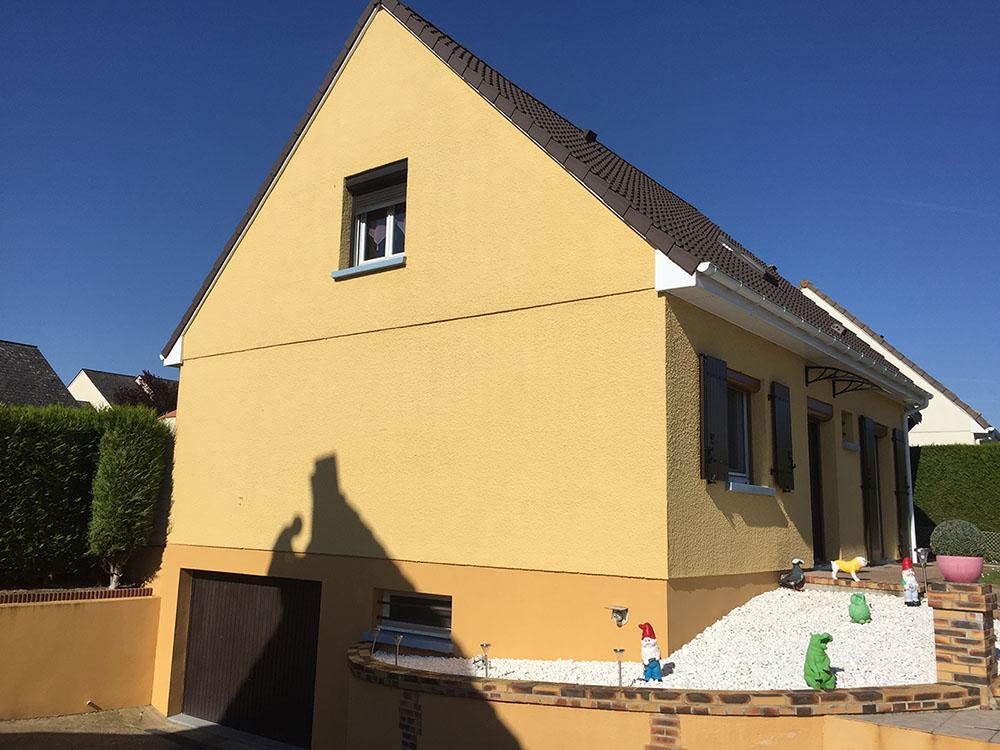 Ravalement de façade et peintures des caches moineaux, gouttières et toiture près de Rouen